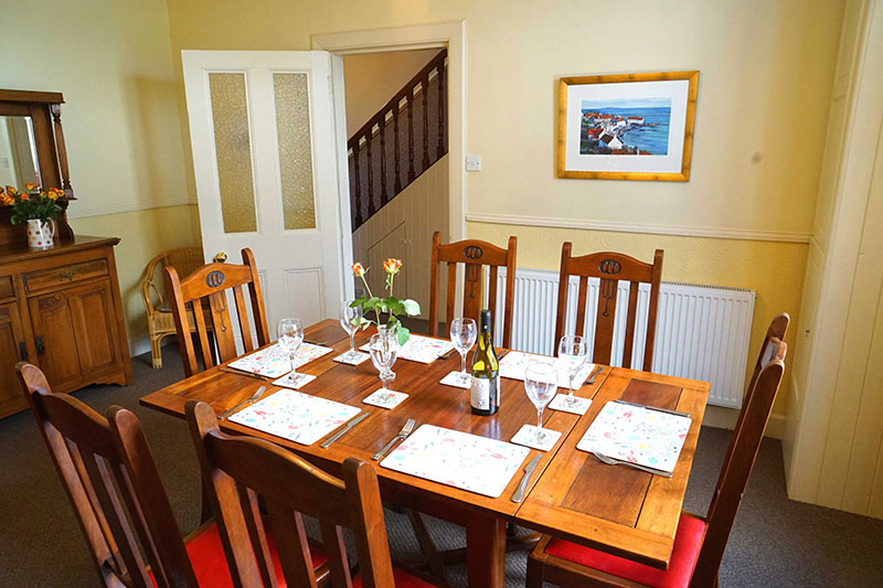 Dining room at Periwnkle holiday cottage